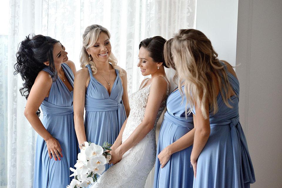 Подруки невесты в одинаковых платьях, профессиональная свадебная фотосессия в Киеве и Одессе - услуги фотографа на свадьбу, съемка свадьбы (недорого, стоимость и цена на сайте) фотограф Соя Юрий